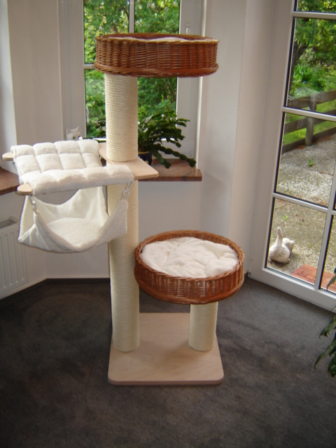 europet bernina 431 405574 trend katzenkratzbaum curacao 48 x 48 x 141 cm bunte. Black Bedroom Furniture Sets. Home Design Ideas